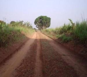 Strada in stato di manutenzione verso Bagata