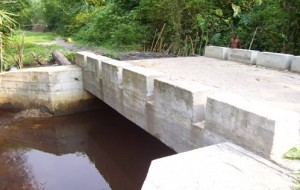 Pont en béton armé construit sur Lunkuni, dans le territoire de Bagata