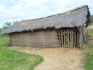 Une des salles de classe de l'école primaire Kimvuka (Feshi) avant intervention du projet